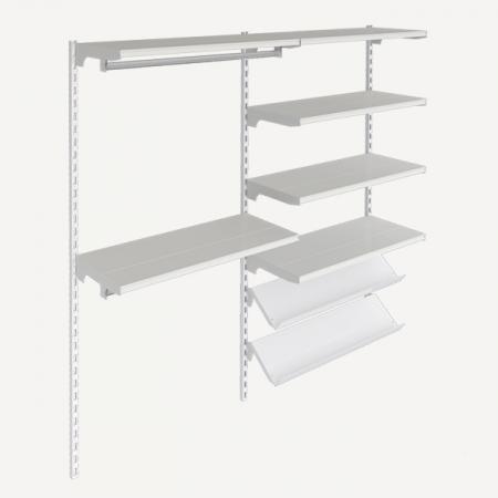 estanteria metalica con estantes rectos e inclinados, con barras  de confeccion