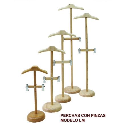 Perchas madera escaparate ni o for Perchas con pinzas