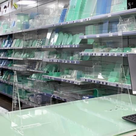 pantalla protección metacrilato para mostrador