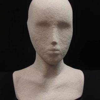 Cabeza mujer con hombros natural