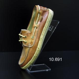 Soporte metacrilato calzado pinchos tacón caballero