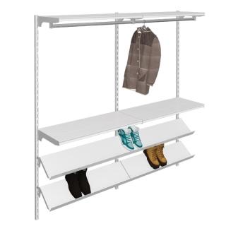 estanteria con barras y estantes inclinados