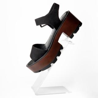 Soporte metacrilato calzado pinchos tacón señora