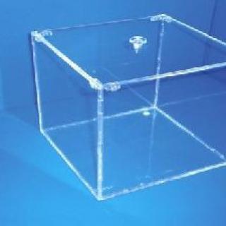 Caja con tapa tipo bombonera, 20x20x20 cm