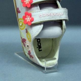 Pinza metacrilato calzado infantil